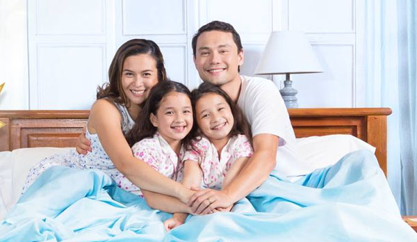 Uratex Philippines - family in bed