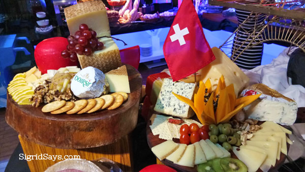 Bacolod restaurants - Bacolod hotels - lfisher hotel - cheese and crackers
