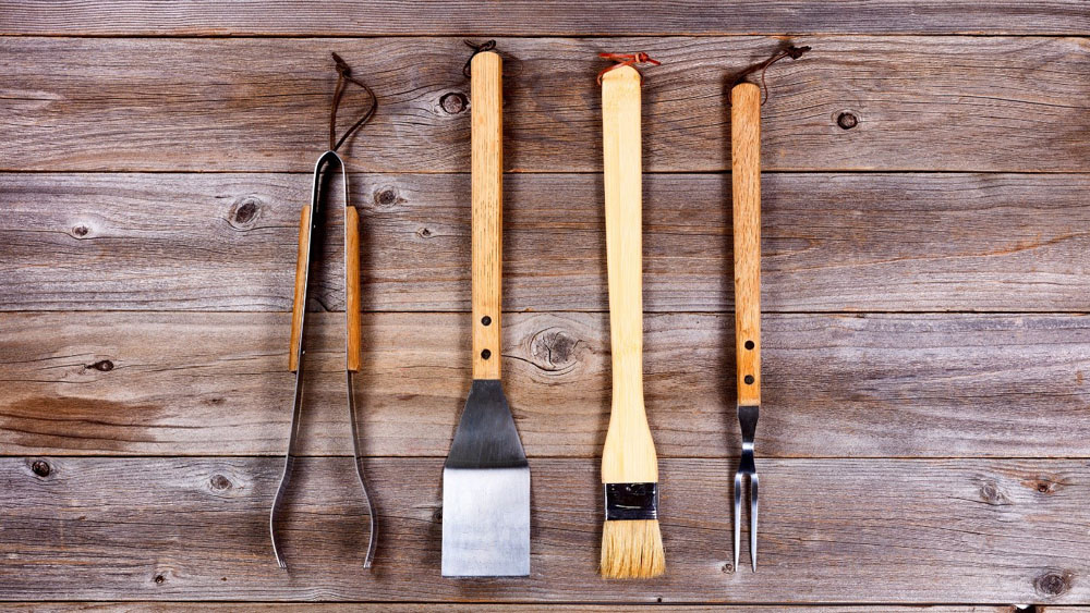essential bbq tools - kinds of bbq grills -outdoor barbecue - barbecue party - meats - wooden table
